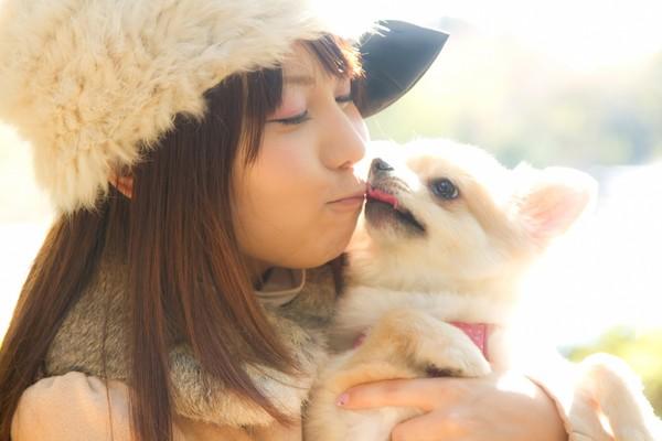 飼い主が泣いていると犬はわかる?愛情深い犬ならではの行動
